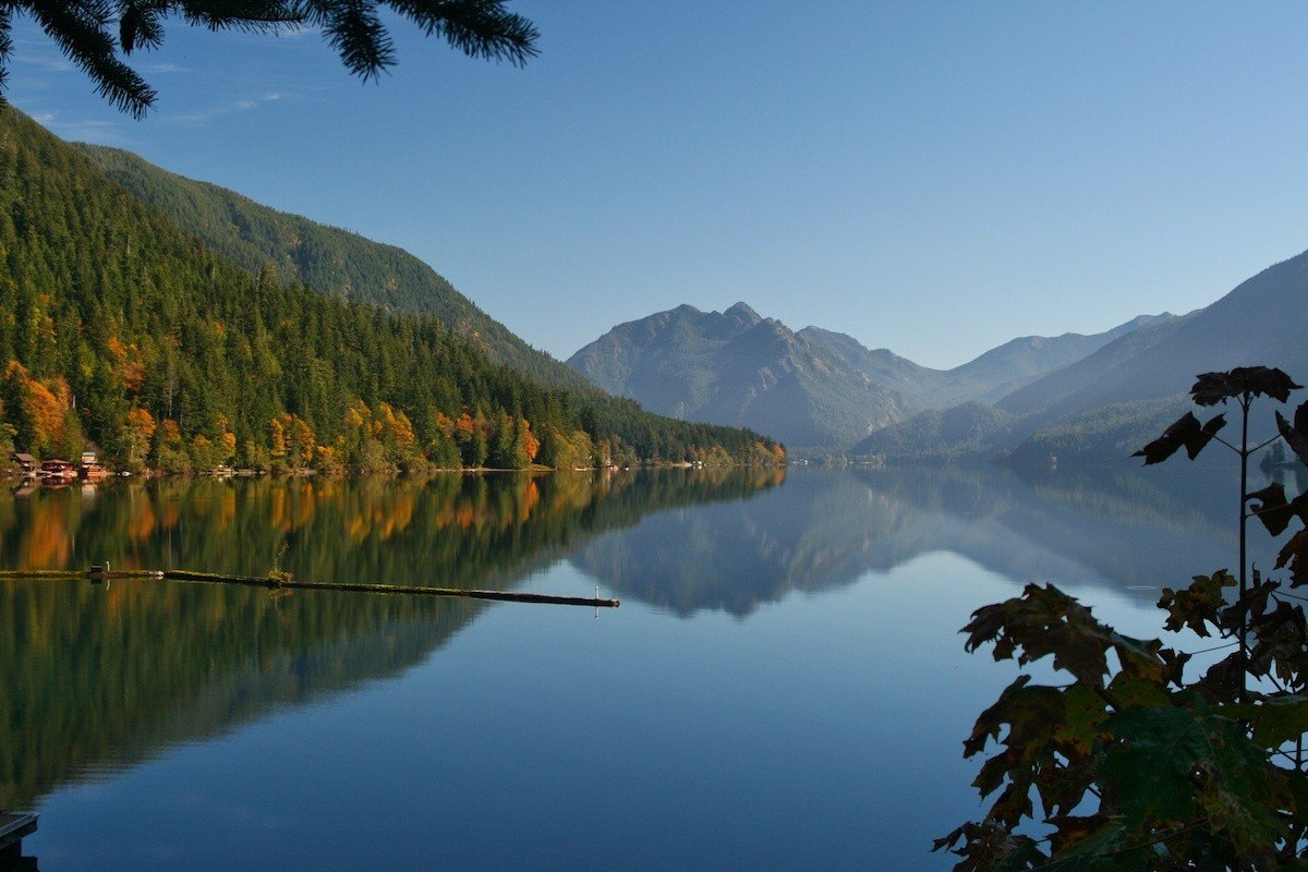 Cressent Lake along an Olympic Peninsula Road Trip - Photo by MikesRoadTrip.com