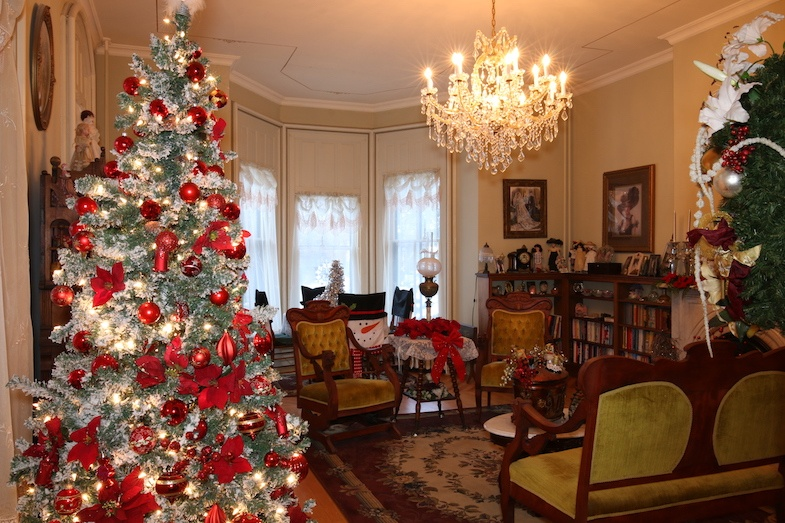 Guardian Angle Bed and breakfast at Christmas in Janesville by MikesRoadTrip.com