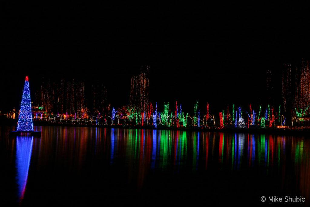Christmas Light display in Janesville by MikesRoadTrip.com